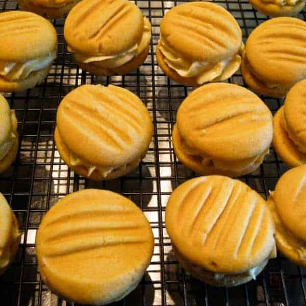 Image of a cooling rack with Yo Yo biscuits on it